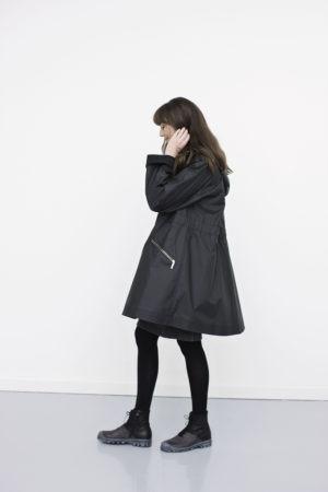 sort gummifrakke