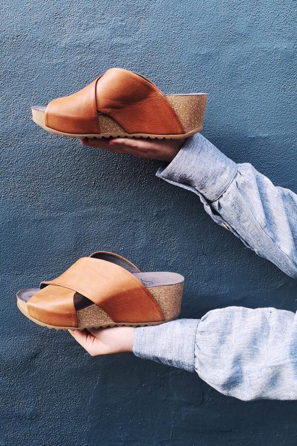 Cognac sandal from Lofina