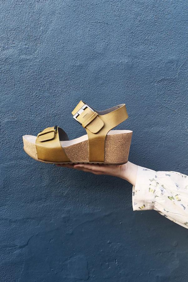 Oliven grøn sandal med spænder fra Lofina